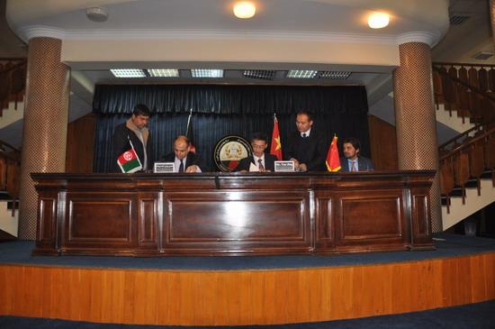王道好参赞陪同姚敬大使出席我向阿富汗政府定向提供现汇援助协议签字仪式