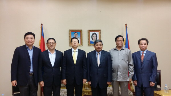 宋晓国参赞与柬埔寨副首相尹财利进行工作会谈