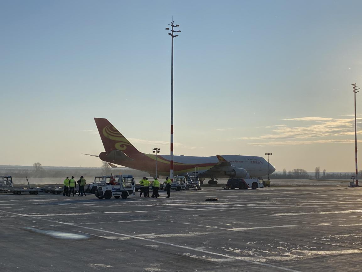 一带一路、波涛共挽――首批自中国采购防疫物资包机抵达布达佩斯