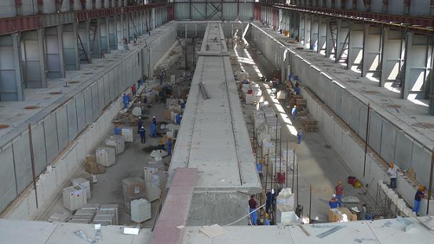 由中色股份承建的哈铝碳素筑炉项目正在紧张施
