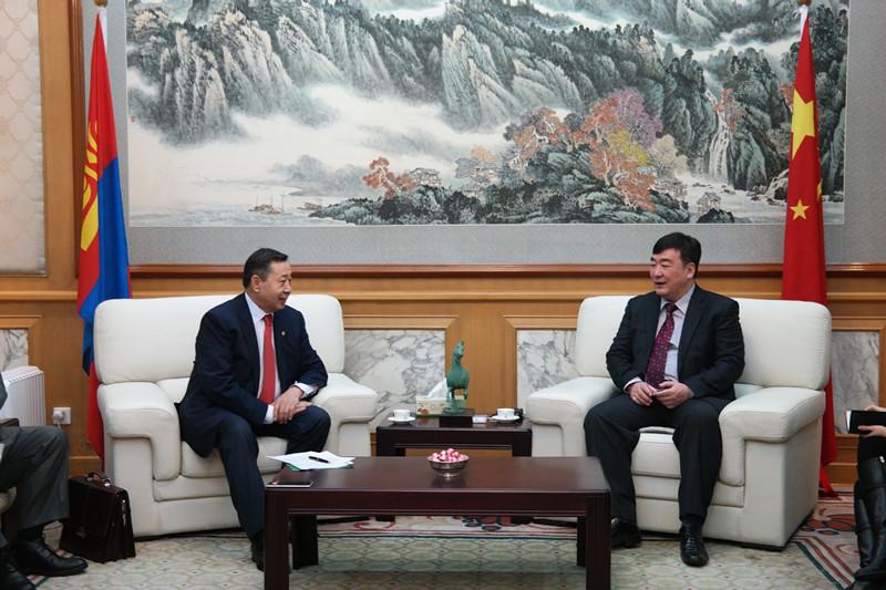 邢海明大使会见蒙古国能源部部长卓力格特