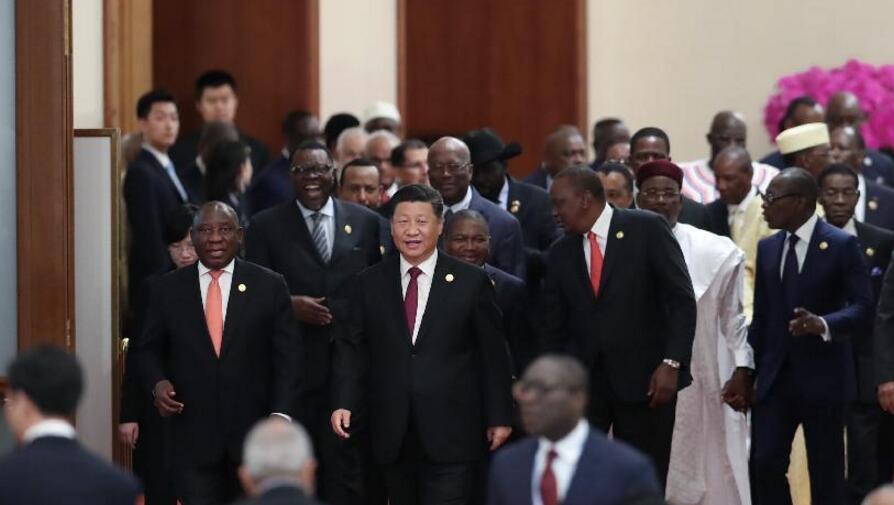 На круглом столе саммита Форума по китайско-африканскому сотрудничеству были приняты Пекинская декларация и Пекинский план действий