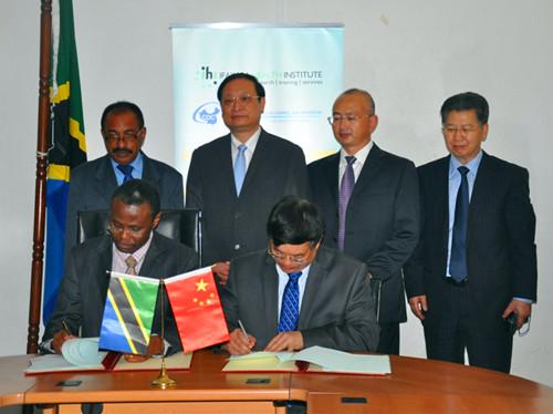 卫计委王国强副主任与坦方签署中医合作协议