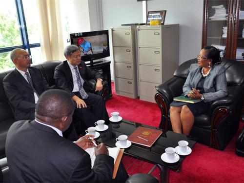 吕友清大使与坦工贸部副部长探讨双边经贸合作