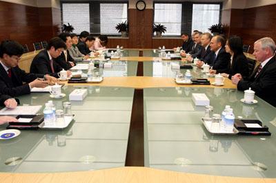 4月1日,王超部长助理在京会见美国克莱斯勒公司董事长兼首高清图片