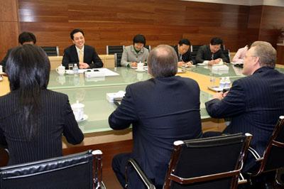 4月1日,王超部长助理在京会见美国克莱斯勒高清图片