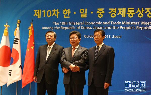 商务部国际贸易谈判代表钟山在韩国首尔出席中日韩经贸部长会议