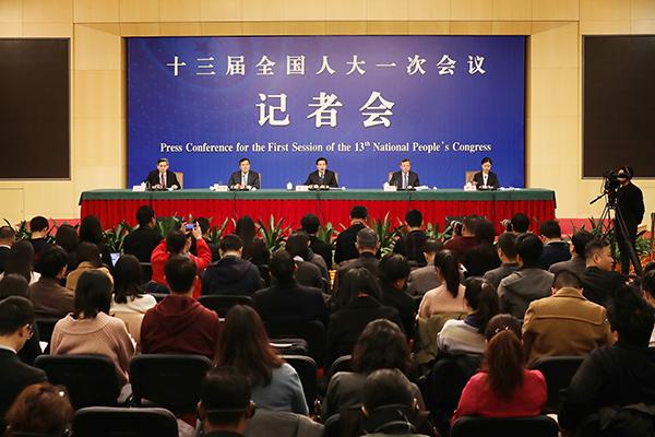 """钟山部长出席2018年全国两会记者会就""""推动形成全面开放新格局"""